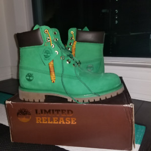Men's Green Timberland Shoes, Size 10.5M