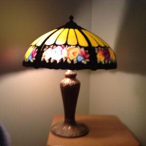 LAMPE STYLE TIFFANY PRIX RÉDUIT. NOUVEAU