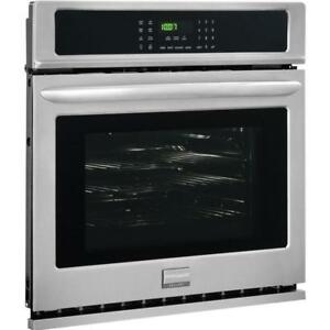 "Frigidaire Gallery FGEW2765PF Four encastré simple 27"" Largeur Autonettoyant, Convection"