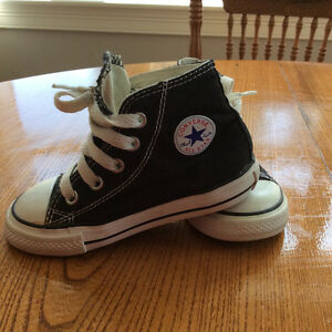 SOLD PPU Converse sneakers little boy, size 7 (for a 2-3yr old)