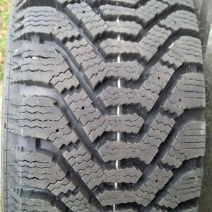 Winter tires on rims - new condition Cornwall Ontario image 3