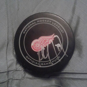 PAUL COFFEY AUTOGRAPHED DETROIT RED WINGS OFFICIAL GAME PUCK