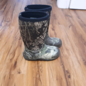 Boys bogg boots size 13