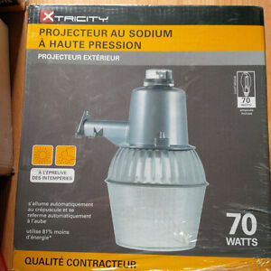 NEW OUTDOOR SECURITY LIGHT FLOODLIGHT FIXTURE