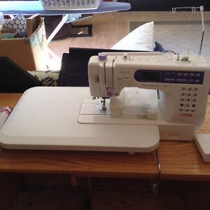 Machine coudre janome avec atelier de couture complet for Machine a coudre kijiji