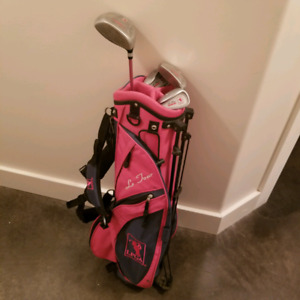 Pink golf bag and left handed club