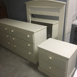 Gorgeous bedroom set (queen)