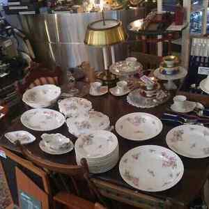 Superbe ensemble de vaisselle en faïence de Limoges