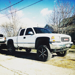 * LIFTED 2001 GMC SIERRA 1500 ON 22'S - FOR SALE /  TRADE