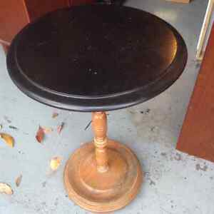 Very nice vintage wood accent or plant table etc.....