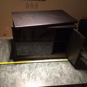 Tv stand - meuble a tv $20-00