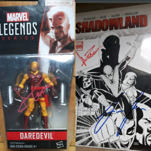 Daredevil Netflix Signed Charlie Cox Figure and Comic