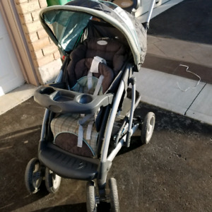 Graco stroller with car seat and car seat base too .