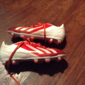 soulier soccer Adidas Messi F30 comme neuf!
