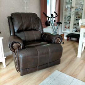 Leather chair, excellent condition, doesn't recline after move.