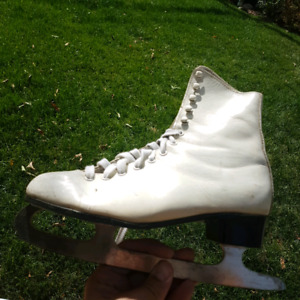 Girls/Women's Figure Skates.