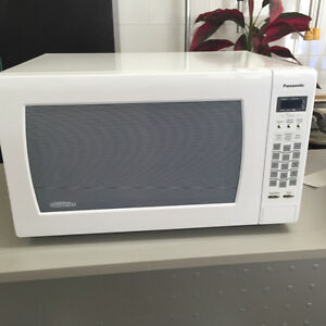 """Panasonic """"the genius"""" Inverter microwave used 2 times only"""