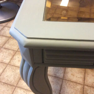 Gourgeous accent/side table London Ontario image 2