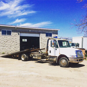 2005 International 4300 DT466 Century Tilt and Load Tow Truck