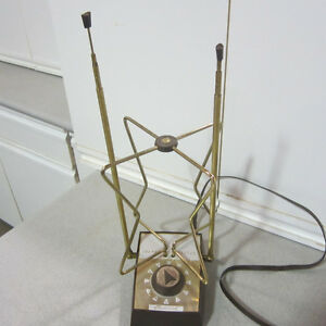 Vintage Channel Master Indoor TV / FM Antenna Complete with Box