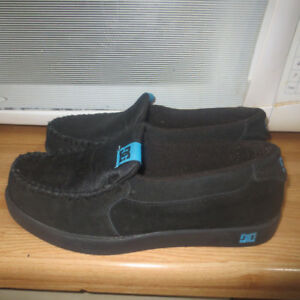 LADIES DC SLIPPERS/SHOES SIZE 8