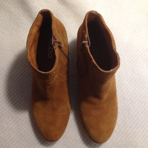 Ladies Brown Aldo Suede Leather Short Boots Size 37