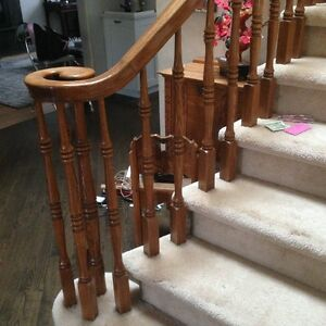 Solid oak staircase railing in superb condition