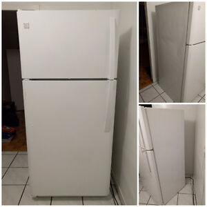 NEEDS TO GO! Kenmore 18 cu ft refrigerator in white