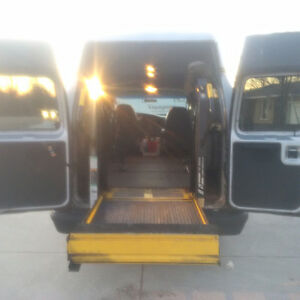 2006 Ford E-350 Wheelchair Van