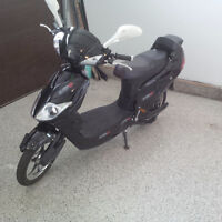 Scooter electrique / Electric Moped (ENER-G+)