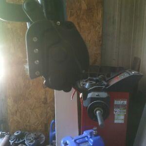 Hofmann Monty 8600 tire changer / changeur de pneu Gatineau Ottawa / Gatineau Area image 2