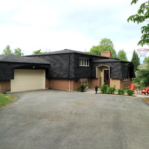 Private country living in Almonte!