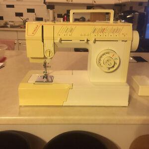 Singer Sewing Machine 5810C Kitchener / Waterloo Kitchener Area image 1