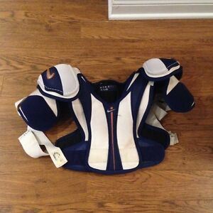 NIKE KIDS SHOULDER PADS HOCKEY