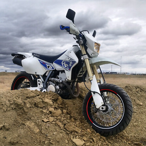 TRADE WHITE DRZ400SM PLASTICS FOR YELLOW