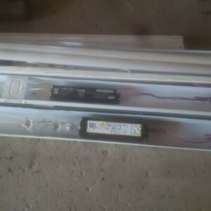 8 ft fluorescent fixtures with bulbs