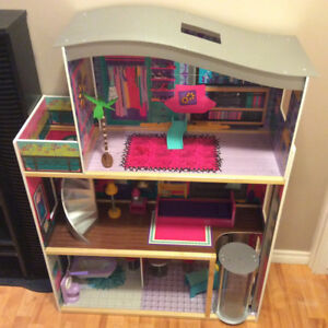 Barbie doll house with elevator / accessories