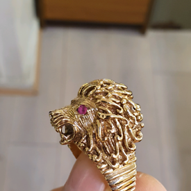 9ct gold lion head ring