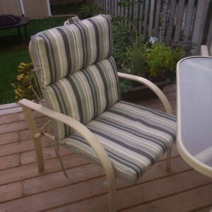 Patio table and 4 chairs Cambridge Kitchener Area image 2