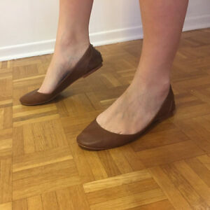 STEVE MADDEN BROWN LEATHER FLATS WITH STUDS