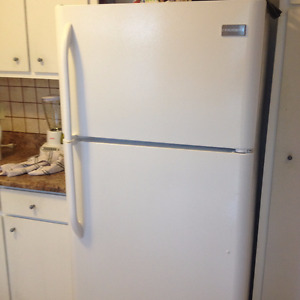 Frigidaire Fridge and Stove Like New $700 For The Pair!!