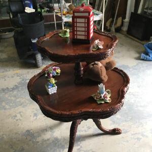 Antique Round Table (Cherry Wood)