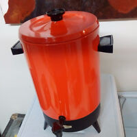 """Vintage """"New"""" 32 Cup Coffee maker"""