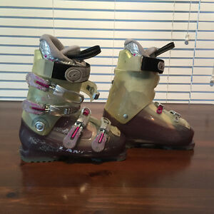Salmon Quest access 70 and Lange Woman's boots