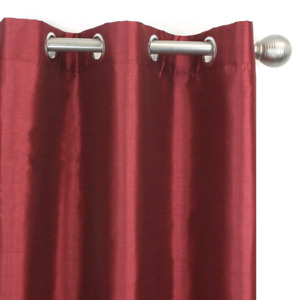 Good quality red blackout curtains/ rideaux rouge