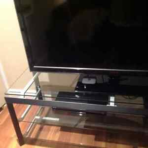BEAUTIFUL, SOLID, NEW CONDITION TV STAND - ENTERTAINMENT UNIT West Island Greater Montréal image 2