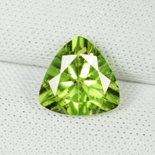2.04 ct LUSTROUS - BEST GRADE NATURAL PERIDOT - TRILLION See Vdo !!