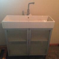 used bathroom combo (cabinet/sink/faucet)