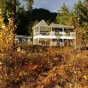 Shuswap  Lake  Vacation Rental In Anglemont B.C.