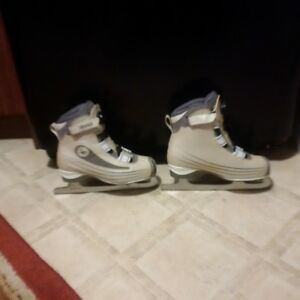 Ladies Sz 10 CCM Figure Skates, with Boa Tightener